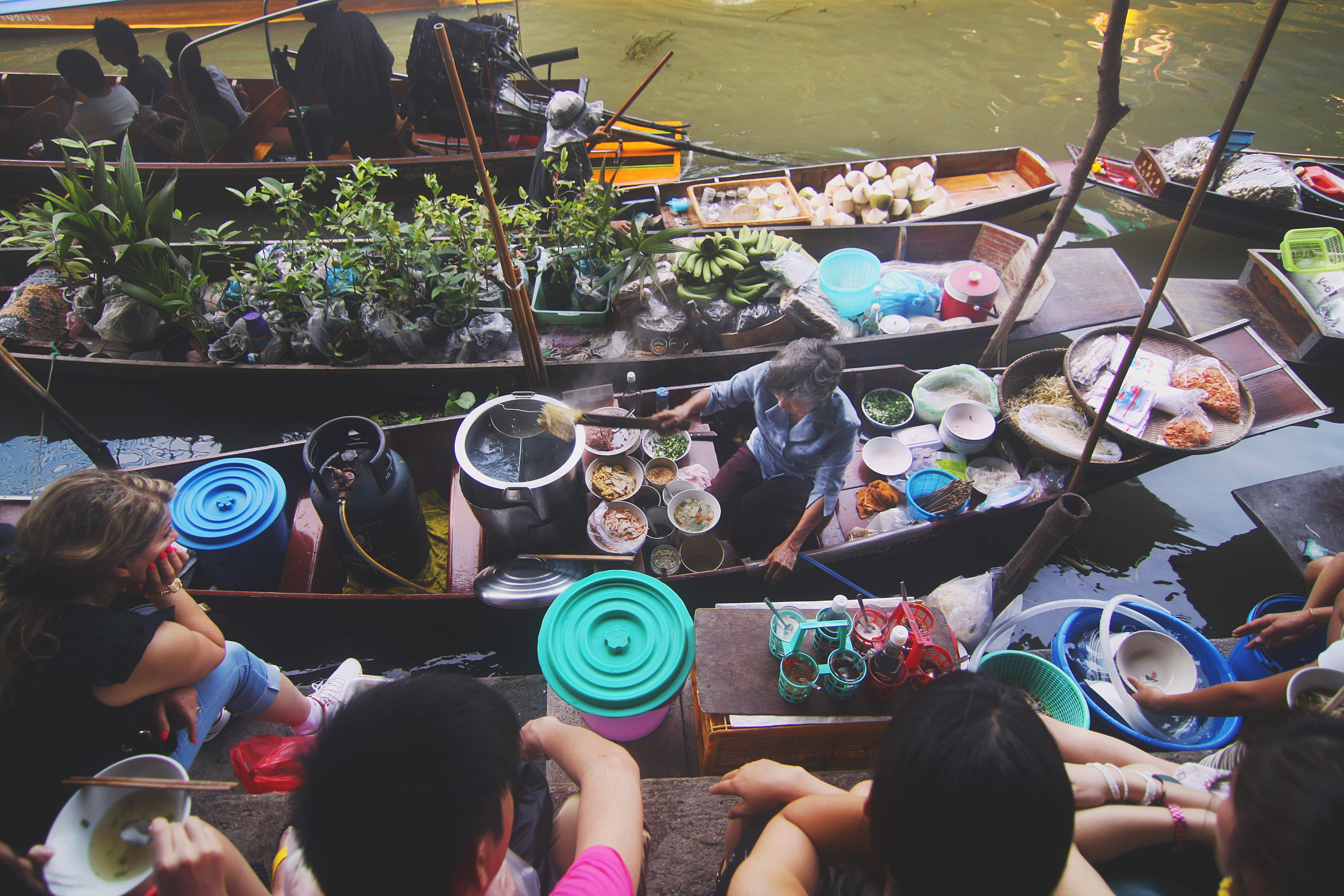 food-vacation-boats-lunch.jpg